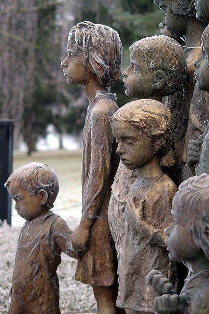 Monument to murdered children of Lidice. Their survived mothers didn't want that faces of statues resembled their children, so the sculptor made their features quite generalized.Lidice (Duits: Liditz) is een dorp in de Tsjechische regio Midden-Bohemen. In de Tweede Wereldoorlog werden ongeveer 340 mannen, vrouwen en kinderen van het dorp door de nazi's vermoord. Het dorp werd op 10 juni 1942 volledig vernietigd door de nazi's, maar in 1949 heropgebouwd.