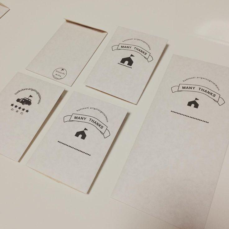 お礼を包む封筒と お車代の封筒! これもデザインから印刷、組み立てまで手作りしました୨୧ ¨̮⑅ 裏には2人の名前をスタンプ風にしてあります。 おうちウェディングなので、おうちになってます #プレ花嫁#封筒#こだわり #手作り#お車代#ナチュラルウェディング#結婚式#結婚式準備#