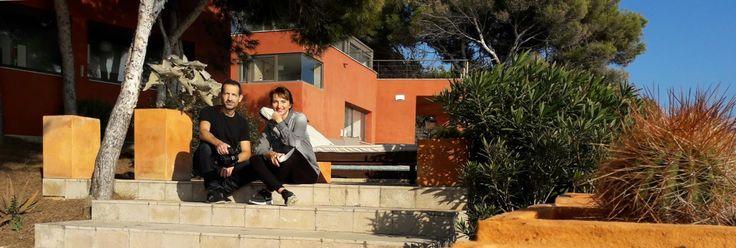 Ramon y Jolanthe durante un reportaje fotográfico de una casa en la costa de Tamarit.