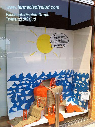 @DiSalud Grupo (Farmacia+DiSalud Te Cuida, s.l.) con Protec Solar_Escaparate_Fast_2_M612