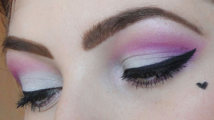 sweet Valentine's day make up  https://www.facebook.com/kflorigarden #makeup #style #beauty #cute #heart #candy #pink