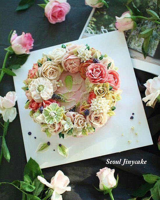 """좋아요 159개, 댓글 2개 - Instagram의 지니케이크 korea flower cake(@seoul_jinycake)님: """". 정규4주차/단호박설기 생화보며 색도만들고, 핑크핑꾸하게만들고싶어요  하신 수강생님의 예쁜 케이크~♡.♡ 저녁에끝나 노오란빛.....ㅠ . . . ✔7월 정규반 수강모집중 .…"""""""