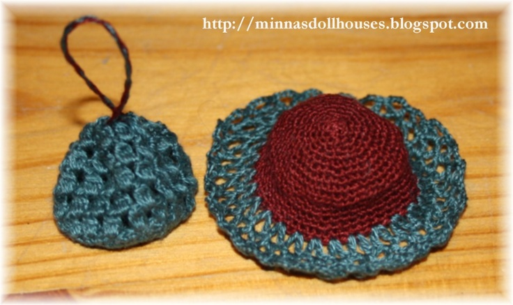 Crocheted hat and bag  Http://minnasdollhouses.blogspot.com