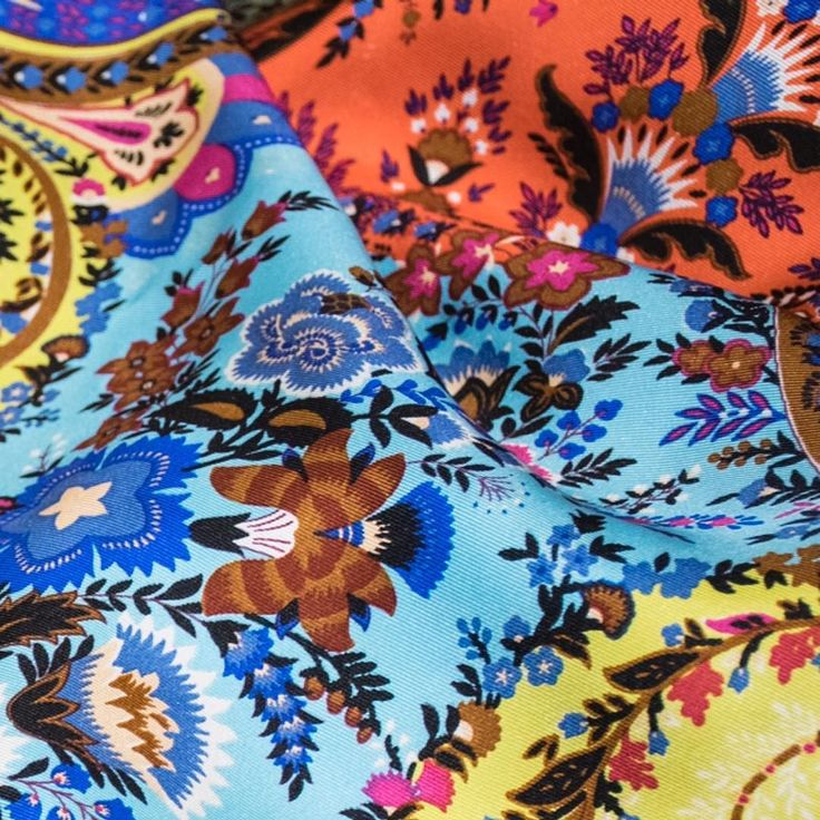 The perfect balance of colour and pattern. #ETRO #ETROAccessories #ETROPaisley