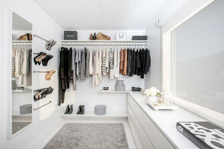 Walk in closet (At home: Stylizimo (realestate photos: Krogsveen) – Husligheter)