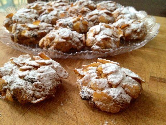 Le Rose del deserto sono dei deliziosi biscottini friabili morbidi e croccanti qui nella mia versione senza glutine ideali per una merenda golosa.