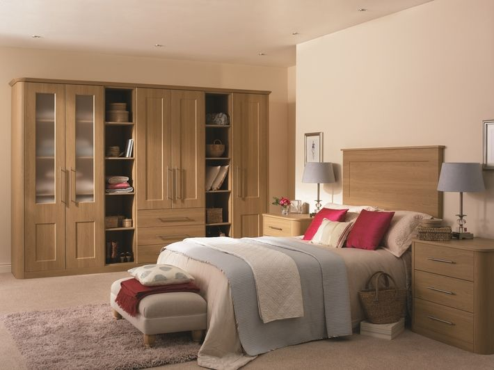 This made to fit, elegant bedroom design is the perfect way to reduce clutter.