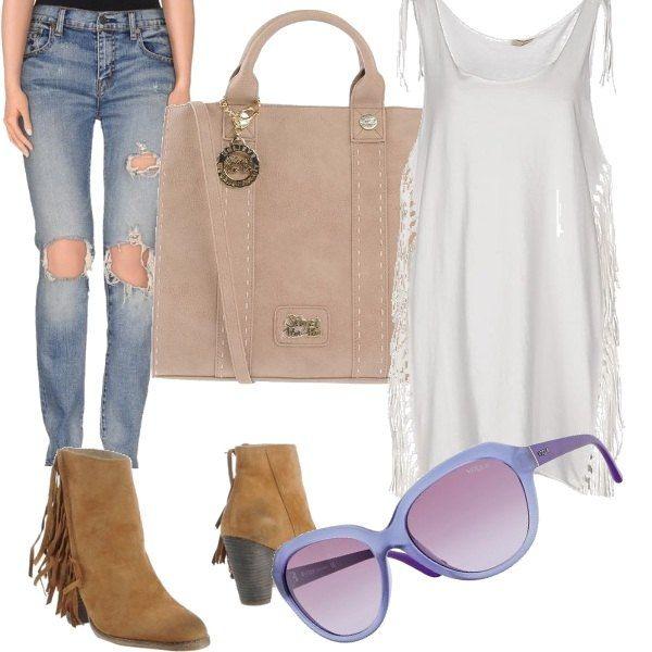 Semplice alla moda, per svariate occasioni con il must del momento le frange.....Jeans strappati, canotta con frange bianca, borsa in suede beige, stivaletti con frange color cuoio, occhiali in lilla tenue.