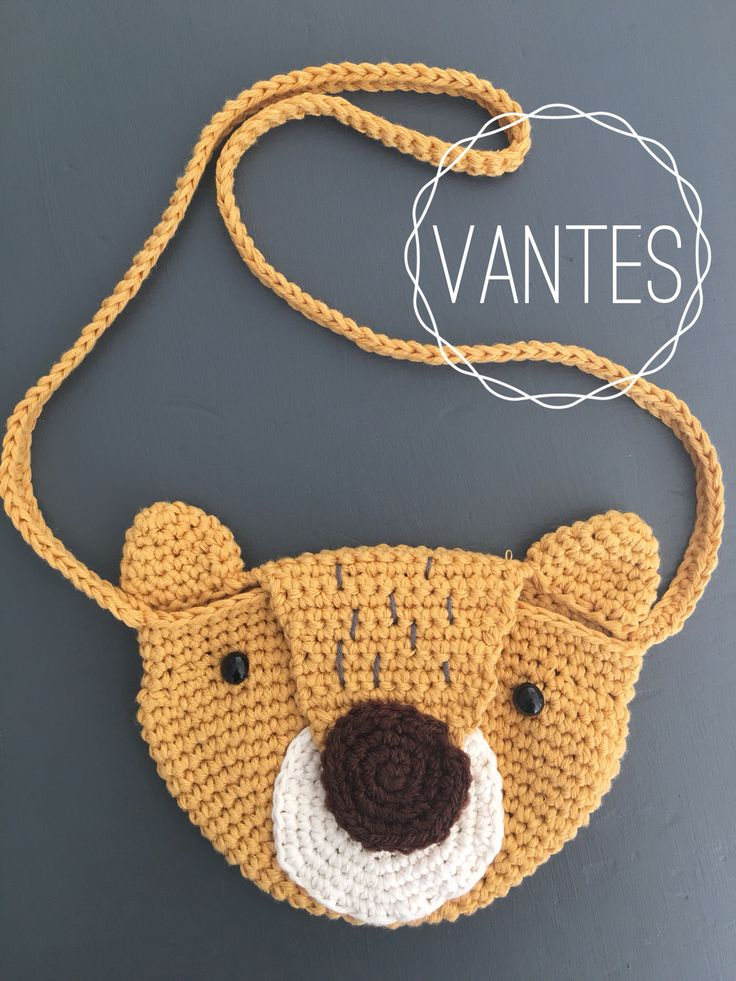 Gehaakt beren tasje, super schattig en maakt een herfst outfit helemaal af🍁🐻 www.vantes.nl