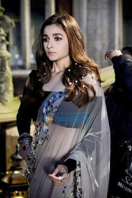 alia bhatt in a beautiful saree