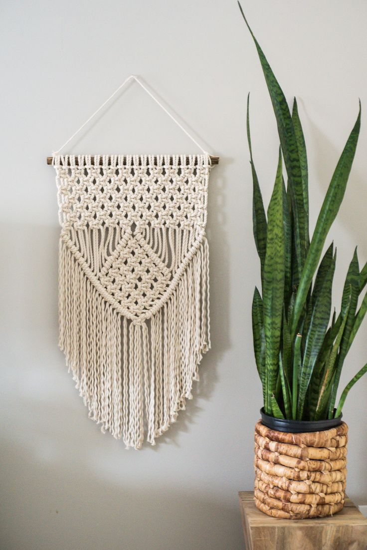 Learn three basic macrame knots to up your tapestry game