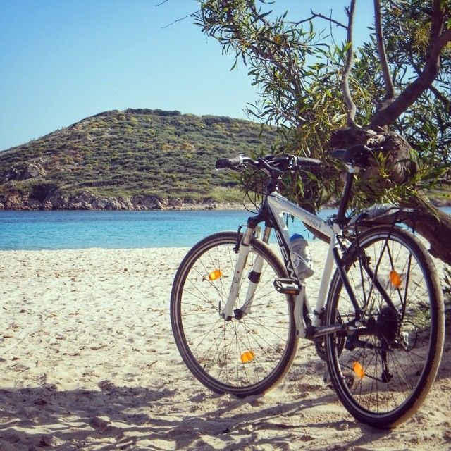 After having admired it from a distance you finally stop here and go for a walk on this amazing beach. In fact, it's one of the most beautiful beaches in #Sardinia. We're at #Tuerredda #beach in Teulada in Cagliari. #Sardinia Grand tour passed by here as well!  #sardegna #italy #biketour #sardiniagrandtour #italy #biketravel #bicycletouring #cicloturismo #bike