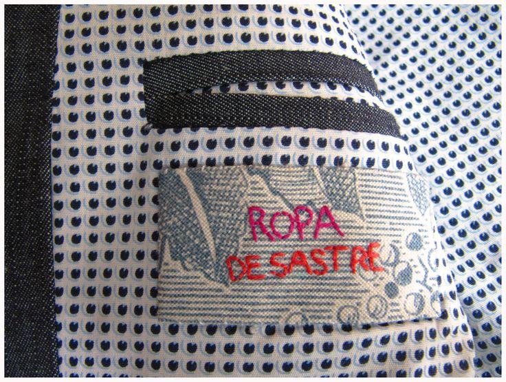 Tag/ Etiqueta Hand embroidered/ Bordada a mano. www.ropadesastre.com