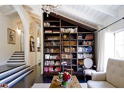 bookshelf - Christina Ricci's home