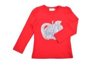 Camiseta para niña, en color rojo, con cuello redondo y mangas largas. Adorno al frente con una manzana hecha con lentejuelas plateadas.