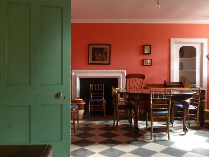 Coral and a muted green, timeless and soooo desirable