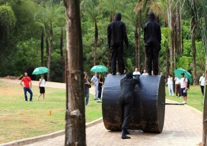 """A Arena Carioca Dicró realiza no próximo domingo, 16, a Oficina de Acrobacia de Solo com Intrépida Trupe no Parque Ari Barroso, a partir das 14h. A Oficina dará noções básicas de equilíbrio, rolamentos, movimentos de duplas, trios e pirâmides humanas. A participação é Catraca Livre, mas é necessário se inscrever antecipadamente. As vagas são...<br /><a class=""""more-link"""" href=""""https://catracalivre.com.br/geral/agenda/barato/arena-carioca-dicro-oferece-oficina-de-acrobacia-de-solo/"""">Continue…"""