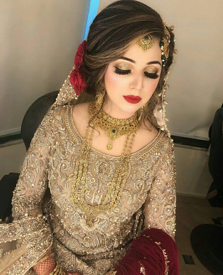 Pin By Mahnoorch On Beautiful Brides Pakistani Bride Hairstyle