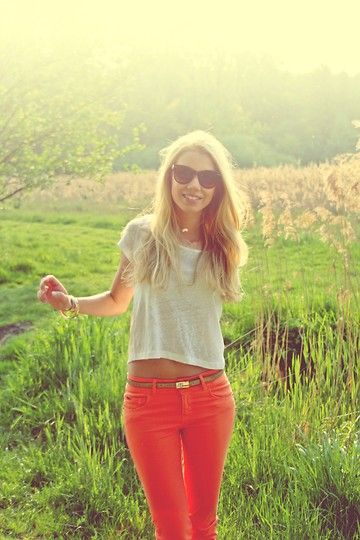 : Coral Jeans, Colors Pants, Coral Pants, Colors Jeans, Crop Tops, Red Jeans Outfits Summer, Bright Pants, Red Pants, White Tops