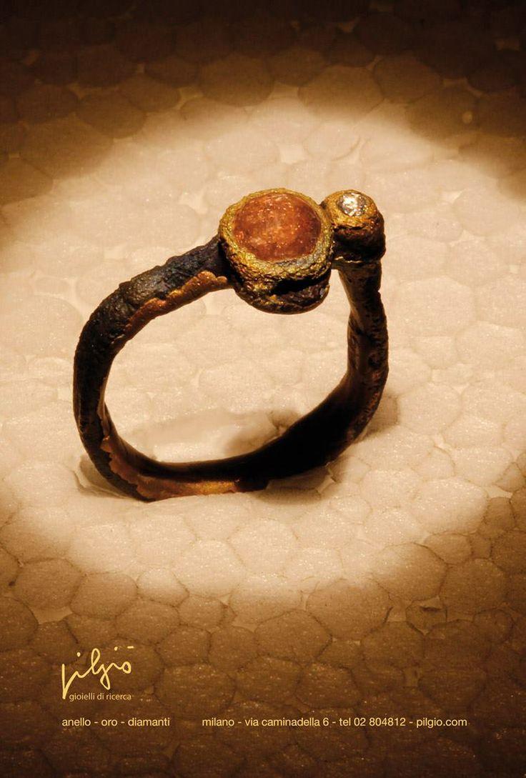anello : ferro - oro - diamanti