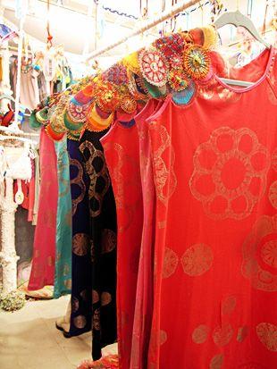 Juana de Arco デザイナー来日! 七色に輝くドレス&ランジェリー。 | dacapo (ダカーポ) the web-magazine