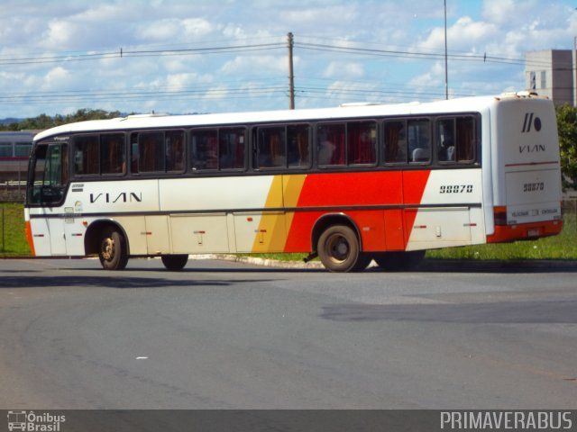 Ônibus da empresa VIAN - Viação Anapolina, carro 98870, carroceria Marcopolo Viaggio GV 850, chassi Mercedes-Benz OF-1721. Foto na cidade de Brasília-DF por PRIMAVERABUS, publicada em 26/09/2015 11:09:46.