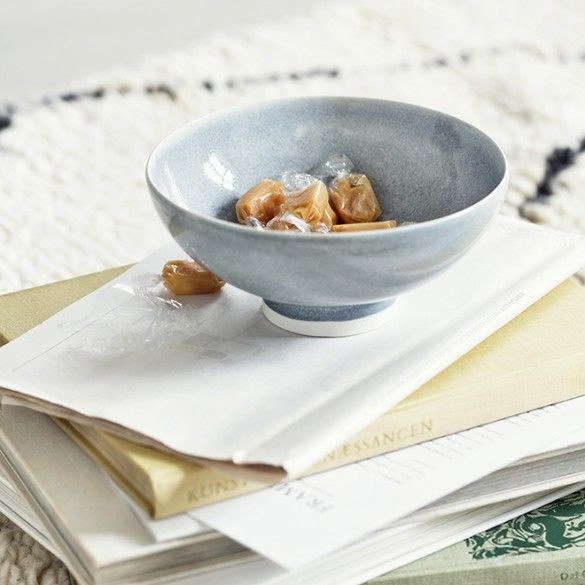 In collaboration with Anders Arhøj, Kähler has created this unique grey Unico bowl. The bowl features an elegant, subdued glaze, which creates an exciting contrast to the light ceramic
