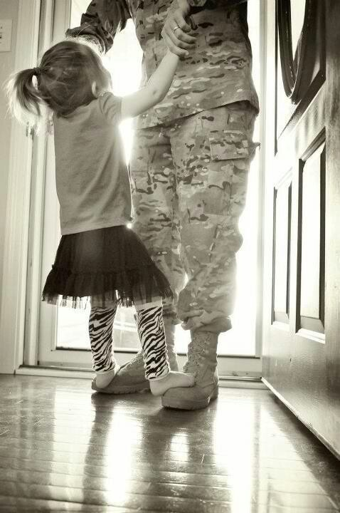 Military Love- i want a pic like this with ROb and Hay