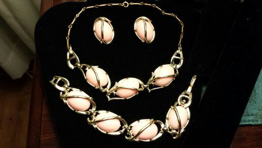 PRETTY IN PINK THREE PIECE VINTAGE JEWELRY SET