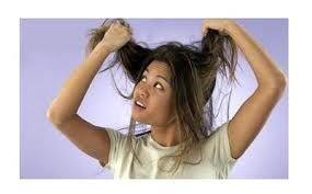 Dof haar geef je een oppepper door er na het wassen wat azijn door te masseren.  Bier zorgt voor extra volume in je haar...