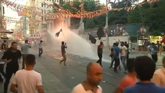 Video: Türkei - Ausschreitungen bei Protesten gegen Erdoğan