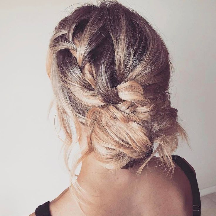 In love with this boho romantic bun braided updo hairstyle.
