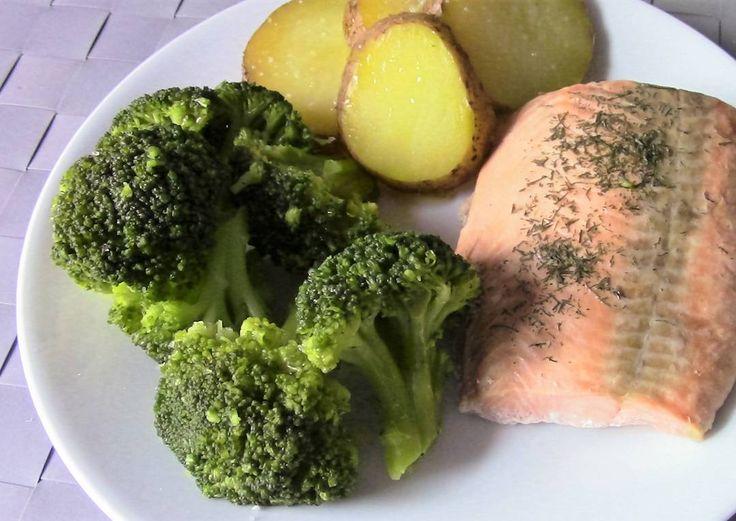 Papa/patata para cenar? Mucha gente me pide ideas para #cenas y la verdad es que la cena no tiene por qué ser diferente del almuerzo. En general todas las comidas principales pueden tener las mismas características: una buena porción de proteína un montón de verduras (la mitad del plato es un buen objetivo) suficiente grasa y opcionalmente algo de carbohidrato adicional (recordar que las verduras aportan carbohidratos!). Es una cuestión de proporciones... Y también de elegir los…