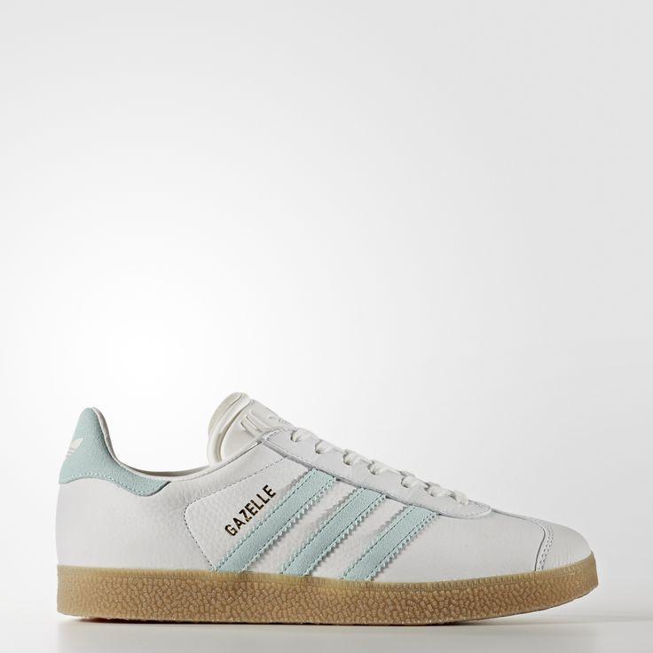 Lancée comme chaussure de football dans les '60s, la Gazelle est devenue une icône du style. Cette version femmes est une réédition à l'identique du modèle de 1991. Fidèle au style authentique, elle est confectionnée en cuir vieilli avec une semelle extérieure en gomme de caoutchouc pour un look sport et stylé.