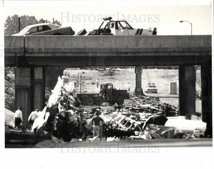 1987 Press Photo Aviation Accidents Detroit 1987
