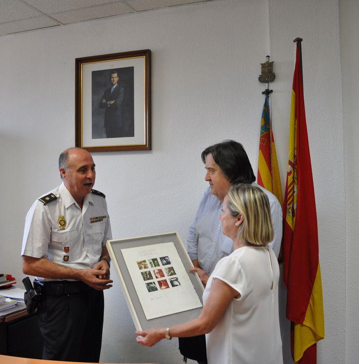 La Policia Nacional recupera en Corbera i lliura un gravat pertanyent a la família d'un escriptor valencià http://actualitatvalenciana.com/policia-nacional-recupera-corbera-lliura-gravat-pertanyent-familia-dun-escriptor-valencia/