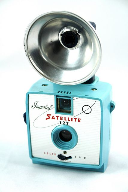 Vintage Camera. <3remember the large flash bulbs these cameras had?