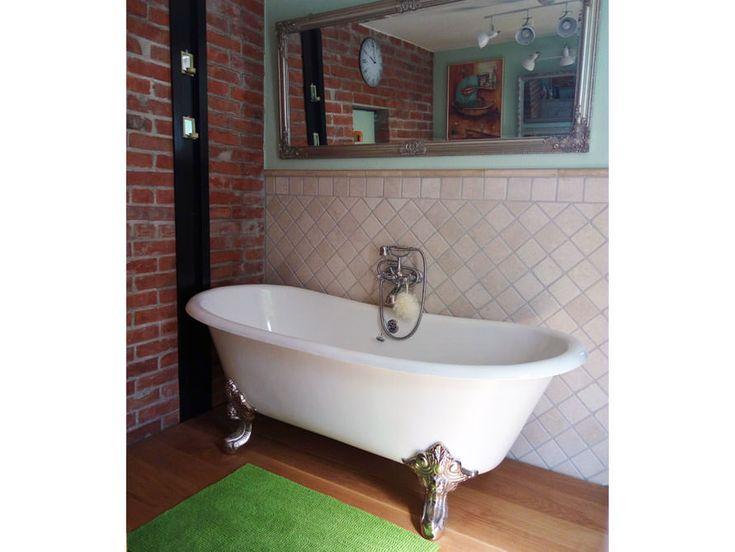Die freistehende Badewanne Bristol Die wundervoll geschwungenen Wannenränder geben dieser Gusseisen Badewanne ihre einmalige Form. Die perfekte Symbiose mit den eindrucksvollen Klauenfüßen rundet den klassischen Auftritt der Badewanne Bristol perfekt ab. Die Bristol Badewanne kann mit oder ohne Wannenrandbohrung für die Armatur bestellt werden. Die Füße der Wannen können in verschiedenen Designs bestellt werden. #badewanne #badezimmer #badausstattung #bathtub #bathroom #gusseisen #nostalgie