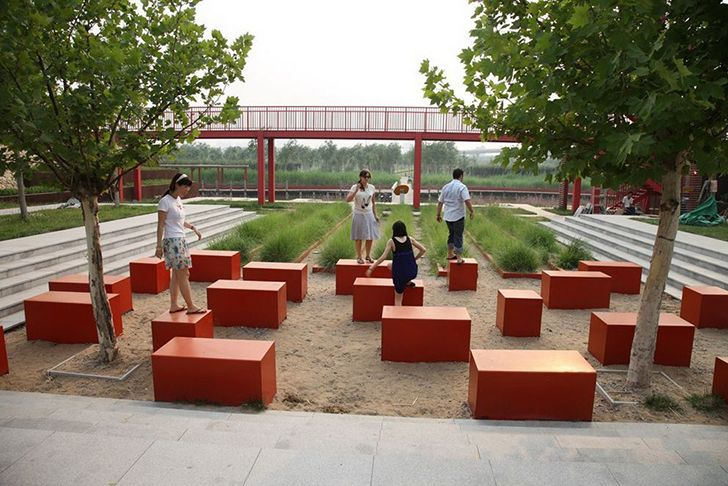 The site's regeneration was a good opportunity to improve the quality of the soil, install rainwater treatment and ensure cherished aesthetic experience for visitors.