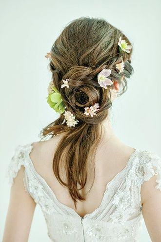 動きのあるスタイル♪ ウェディングドレス・カラードレスに合う〜ラプンツェルみたいな花嫁衣装の髪型一覧〜