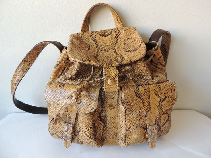 Sac de voyage en python de Donna Elissa, non ce n'est pas un sac à dos même s'il lui ressemble, chez giovintage.com