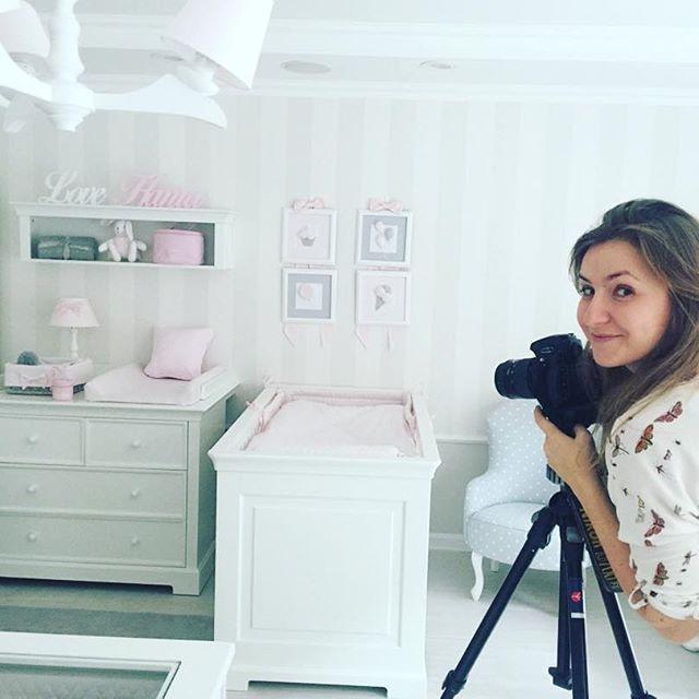 Pracowity już prawie swiąteczny poniedziałek. Chcemy jak najszybciej pokazać Wam nasze nowości i wnętrze nowego salonu tym, którzy nie mogą nas odwiedzić osobiście! #work #workinprogress #foto #shooting #design by #us #caramella  #instababy #instaroom