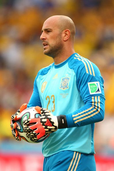 Pepe Reina Photos Photos - Pepe Reina of Spain holds the ball during the 2014 FIFA World Cup Brazil Group B match between Australia and Spain at Arena da Baixada on June 23, 2014 in Curitiba, Brazil. - Australia v Spain: Group B - 2014 FIFA World Cup Brazil