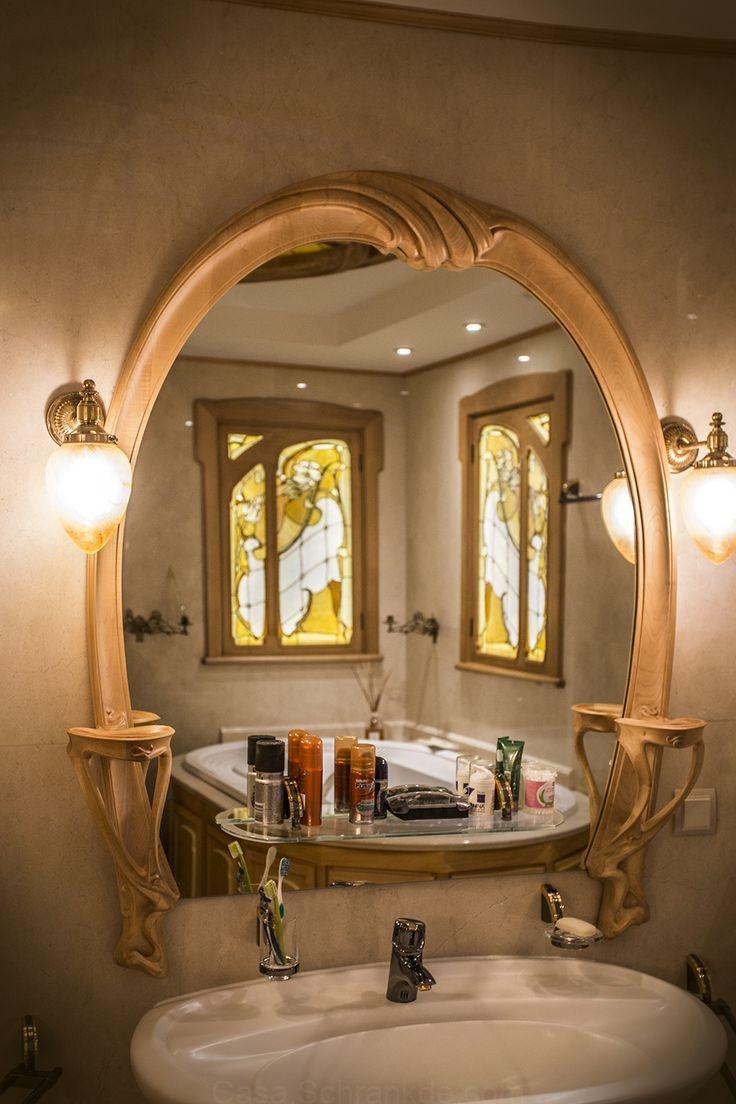 Epoque Mobili Da Bagno.This Mirror Follows A Whimsical Design And Has A Feminine Touch
