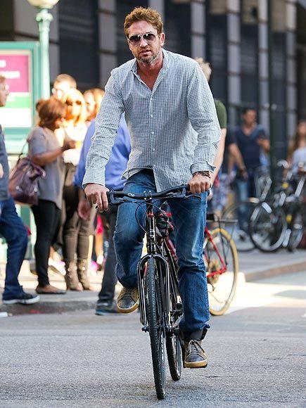 Casually fashionable G. biking