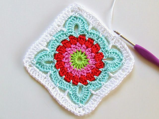 Granny square crochet pattern (Dutch): Lovely, bright granny square pattern by Lianne, 28 Oct 2013, on Haakkamer 7 blog.