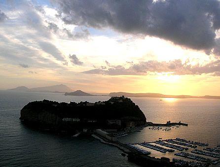 Viaggio in Campania: 10 scoperte da Napoli al Cilento; Nisida, manifestazione della bellezza © Fotografia di Giovanni De Bono
