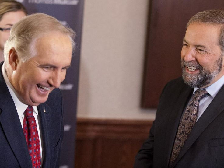 Roy Romanow (left) with federal NDP Leader Tom Mulcair in 2013.