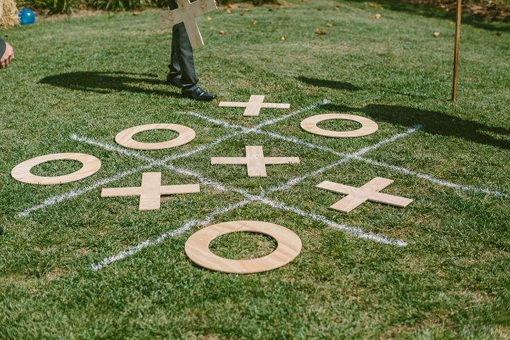 Noughts and Crosses wedding game. Image: Cavanagh Photography http://cavanaghphotography.com.au