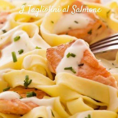 Tagliolini di sfoglia all'uovo, conditi con salmone fresco. Una ricetta veloce ma sofisticata fatta per stupire! #ilmatterellopastafresca